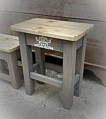 Nábytok - Drevený stolček maľovaný VÄČŠÍ - 6885850_