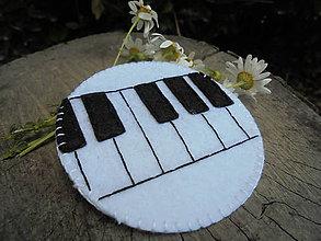 Odznaky/Brošne - Filcová brošňa - klavír - 6884132_