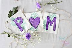 Dekorácie - Svadobný banner s iniciálami a srdiečkom - fialová vintage svadba - 6889846_