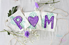 Svadobný banner s iniciálami a srdiečkom - fialová vintage svadba