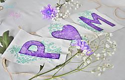 Dekorácie - Svadobný banner s iniciálami a srdiečkom - fialová vintage svadba - 6889847_