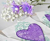 Dekorácie - Svadobný banner s iniciálami a srdiečkom - fialová vintage svadba - 6889850_