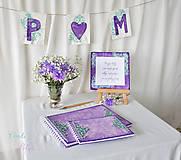 Dekorácie - Svadobný banner s iniciálami a srdiečkom - fialová vintage svadba - 6889851_
