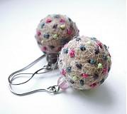 Náušnice - Plstené náušnice - farebné bodky s ametystom a ružovým kremeňom - 1084930