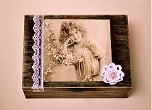 Kvetinové objatie vintage dievčatko