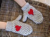 Rukavice - trošku LÁSKY na rukách (rukavice so srdieckami + čiapka s brmbolcom) - 1539601