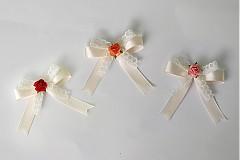 Svadobné pierka mašličkové s ružičkami