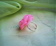 - cukríkovoružový prsteň - 1556787