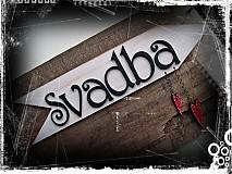 Tabuľky - šípka SVADBA s visiacimi srdiečkami - 1728442