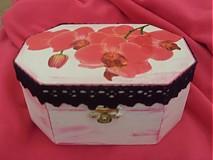 Krabičky - Drevená krabička s orchideou a krajkou - 1851974