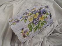 Krabičky - Drevená krabička s fialkami - 1853210