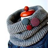 Buttonky v jesenných svetríkoch
