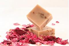Drogéria - ružové drevo s kozím mliekom - 1862593