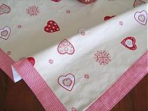 Úžitkový textil - Srdíčkový ubrus - kamarádí s vločkami a proužkem - 1954054