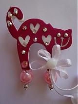 Odznaky/Brošne - Brošnička mačička ružová so srdiečkami :) - 1962549