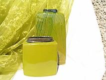 váza zelená hranatá