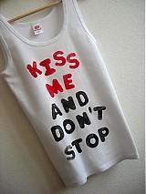 - Kiss me....... na tielku - 2009917