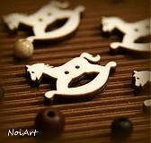 Materiál ručne robený - Drevený gombíček koník 2,6 cm - 2010870