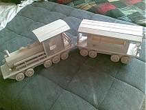 veľký vlak z vagónom