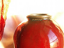 Dekorácie - Váza červená baňatá
