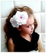 Ozdoby do vlasov - Biele kvety s kvapkou ruže - 2298681
