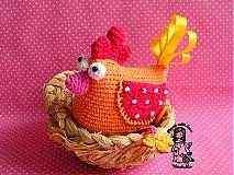 Dekorácie - veselá háčkovaná sliepočka - 2404290