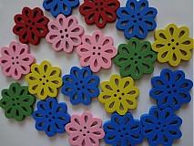 Drevené gombíčky kvetinky