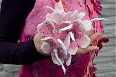 Iné oblečenie - Vesta plstená z ružového obláčika(vesta+odopínacia kapucňa) - 2443687