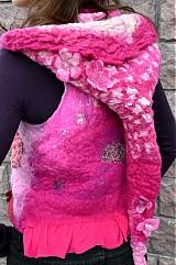 Iné oblečenie - Vesta plstená z ružového obláčika(vesta+odopínacia kapucňa) - 2443738