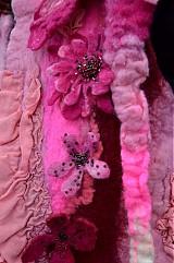 Iné oblečenie - Vesta plstená z ružového obláčika(vesta+odopínacia kapucňa) - 2443759