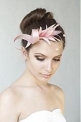 Ozdoby do vlasov - Ružový fascinátor s pierkami, ozdoba do vlasov - 2555463