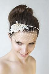 - Svadobný mini závoj s čipkou a krištáľmi Swarovski - 2555496