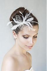 Ozdoby do vlasov - svadobná čelenka s pierkami a sieťkou  - 2558180