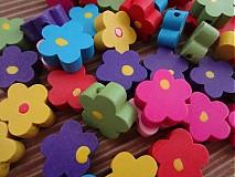 Drevené korálky kvetinky - balíček 10ks
