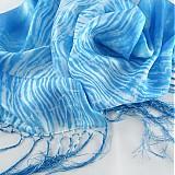 Šály - Modro-bílá hedvábná šála - araši batika - 264524