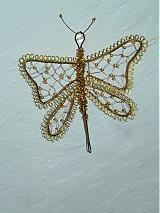 Dekorácie - drôtený motýľ s korálkami - 2659964