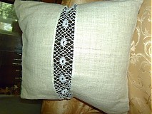 Úžitkový textil - vankúš z režného plátna s paličk.ozdobou - 2660086