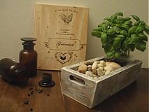 Drevený kvetináč-truhlík retro