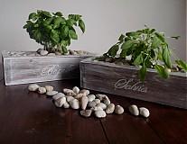 Drevený kvetináč-truhlík retro s nápisom
