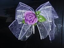 Dekorácie - Dvojfarebné mašle s ružou na kľučky auta - 3029322