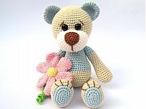 Hračky - Háčkovaný macko s kvetinou - 3064159