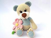 Hračky - Háčkovaný macko s kvetinou - 3064160