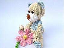 Hračky - Háčkovaný macko s kvetinou - 3064162