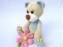 Hračky - Háčkovaný macko s kvetinou - 3064163
