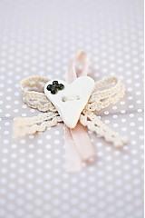 - Svadobné pierko so zeleným kvietkom - 3132980