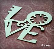 Výrez z lepenky LOVE