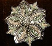 Materiál ručne robený - Flitrová vyšívaná aplikácia - kvet - 3245844