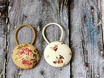 - Gumičky do vlasov s buttonkami vintage ruže - 3254788