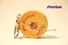 Prívesok na kľúče - drevený meter s nápisom podľa priania