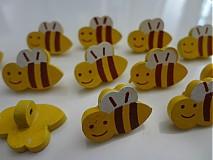 Drevený gombík včielka